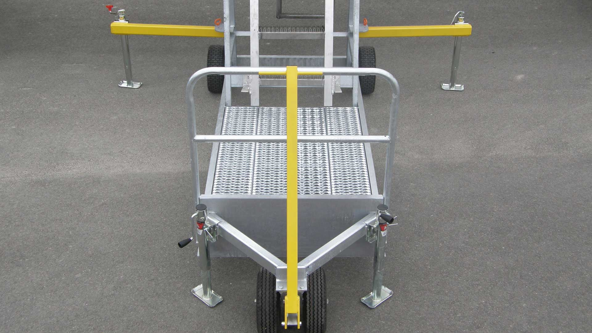Folding outriggers and stabilizing jacks widen the support base for even more safety and a more stable platform to work from.  Serrated decking on platform provides a self-cleaning, Slip-resistant surface for improved safety.